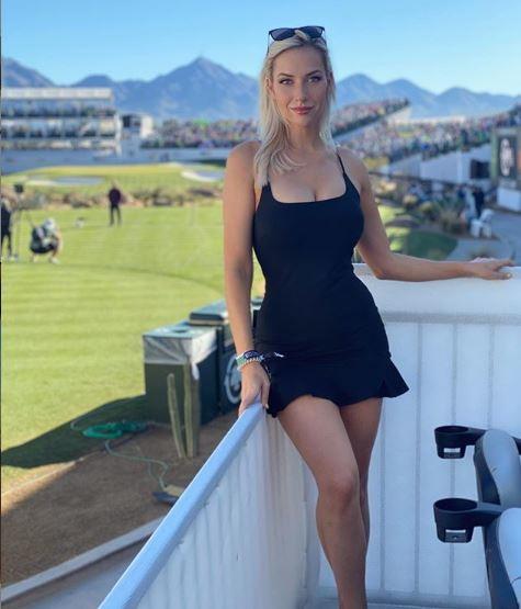 """Già conosciuta come """"atleta più sexy del mondo"""", soprannominatal'Anna Kournikova del golf, la splendida Paige Spiranac ha fatto una confessione hot ai suoi follower (oltre 2,6 milioni) nel suo podcadst'Playing A Round'. """"Normalmente non indosso biancheria intima, ma è perché indosso pantaloncini corti, se metto tutto avrei troppi strati - ha detto la golfista statunitense -.In genere indosso pantaloncini incorporati per le mie gonne o semplicemente indosso pantaloncini, ma non le mutandine"""""""