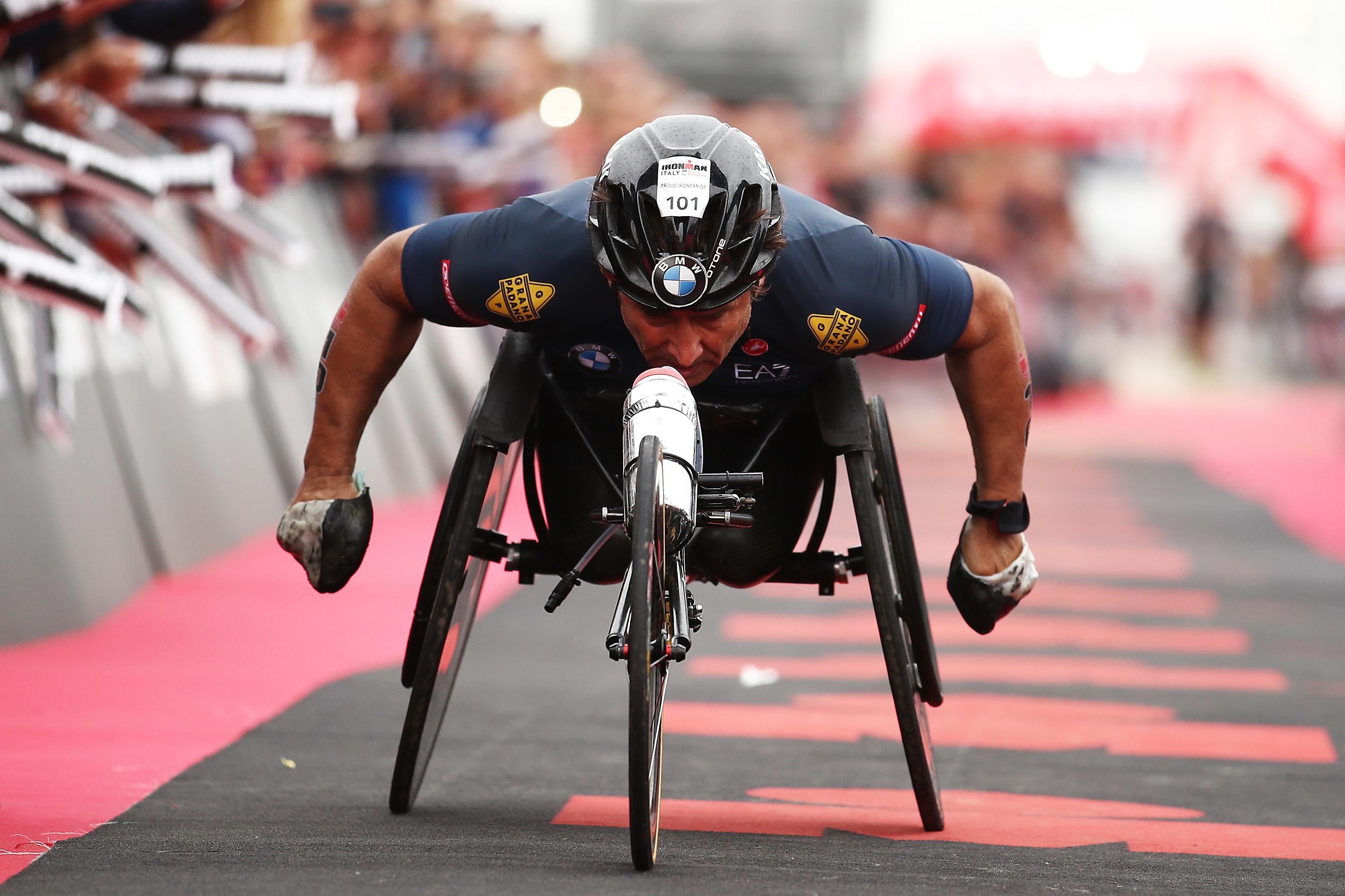 Il mondo dello sport italiano è in ansia per Alex Zanardi, rimasto coinvolto in un incidente stradale mentre partecipava a una gara di handbike...