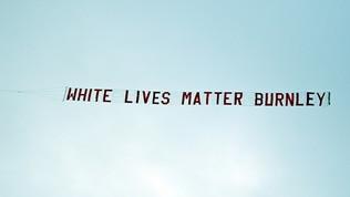 """Burnley nella bufera: striscione """"White Lives Matter"""" durante il match col City"""