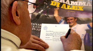 """Papa Francesco scrive a Zanardi: """"La tua storia un esempio, prego per te"""""""
