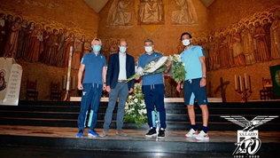 Lazio, corona di fiori al cimitero di Bergamo per le vittime del Covid-19