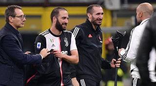 Sarri sorride: Higuain e Chiellini corrono verso il Lecce | Scelto il terzino
