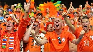 Olanda, i tifosi tornano allo stadio. Ma sarà vietato cantare