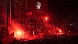 Liverpool, anche la notte diventa Reds per i campioni