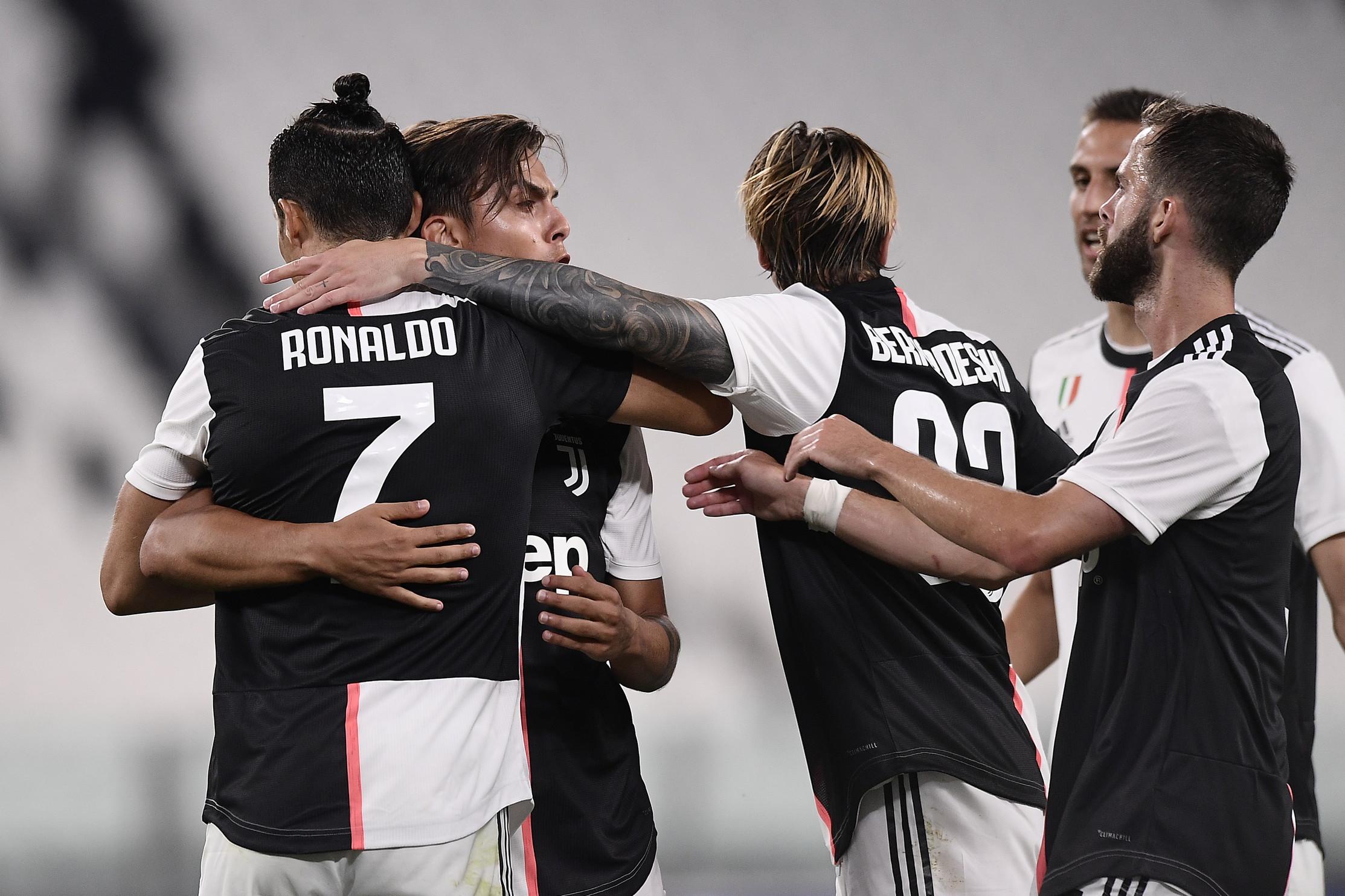 Nel primo anticipo della 28a giornata di Serie A, la Juve batte 4-0 il Lecce e si porta a +7 sulla Lazio.