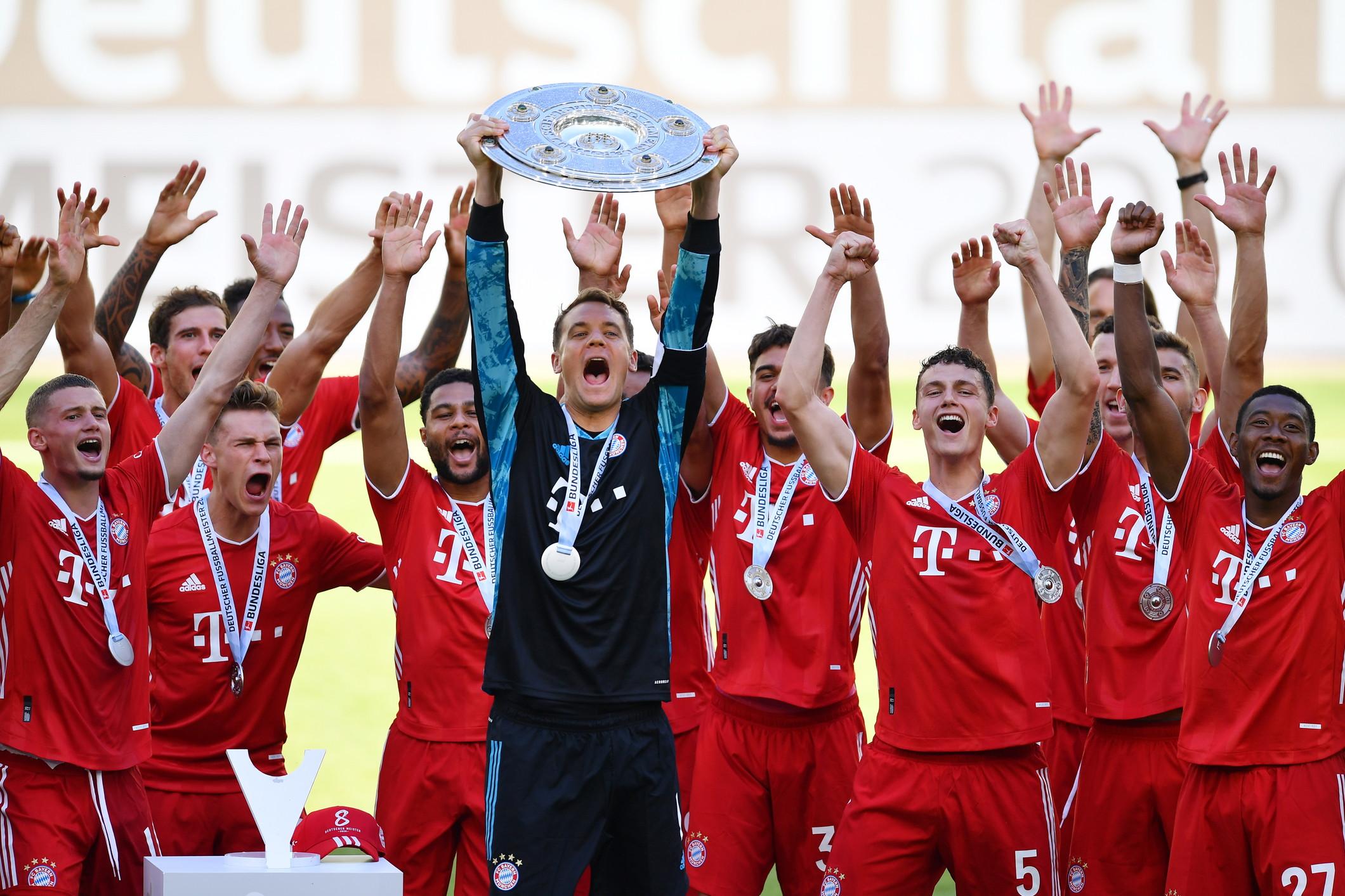 I bavaresi premiati per l&#39;ottavo titolo di fila nello stadio deserto di Wolfsburg. E in tribuna si brinda a suon di birra.<br /><br />