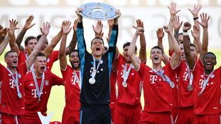 Bayern, la festa è privata con brindisi in tribuna