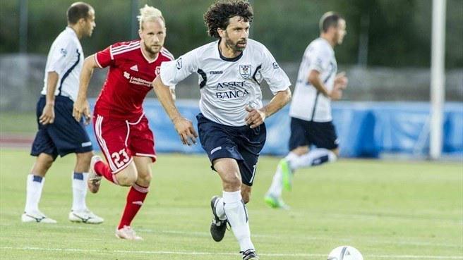 Damiano Tommasi - ha datto l'addio nel 2009, ma non ha mai smesso: 5 anni in seconda categoria al Sant'Anna d'Alfaedo, poi dal 2015 (a 41 anni) sempre in campo con La Fiorita per giocare i preliminari di Champions o di Europa League.