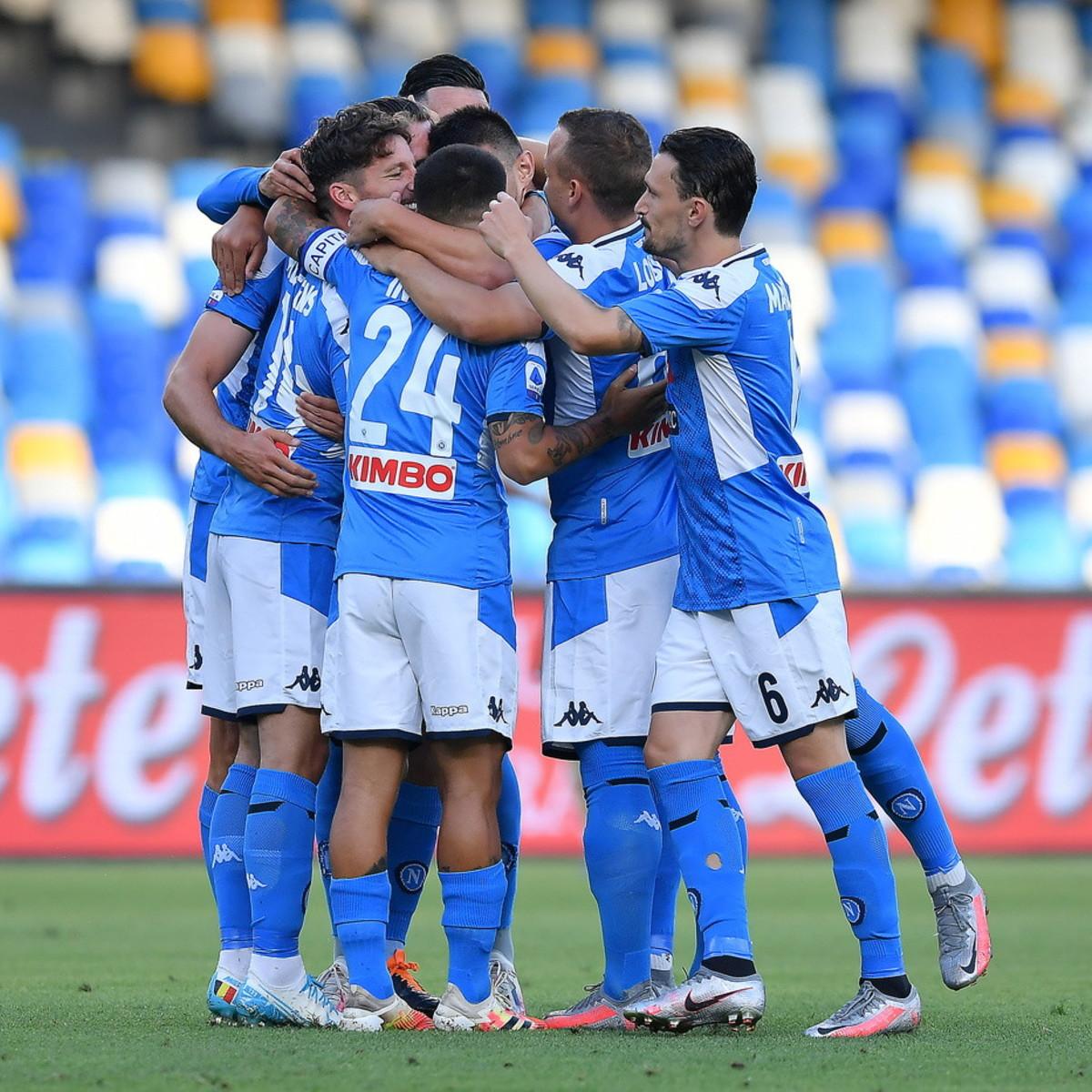 Serie A, Napoli-Spal 3-1: Mertens e Callejon super, la Roma è più vicina