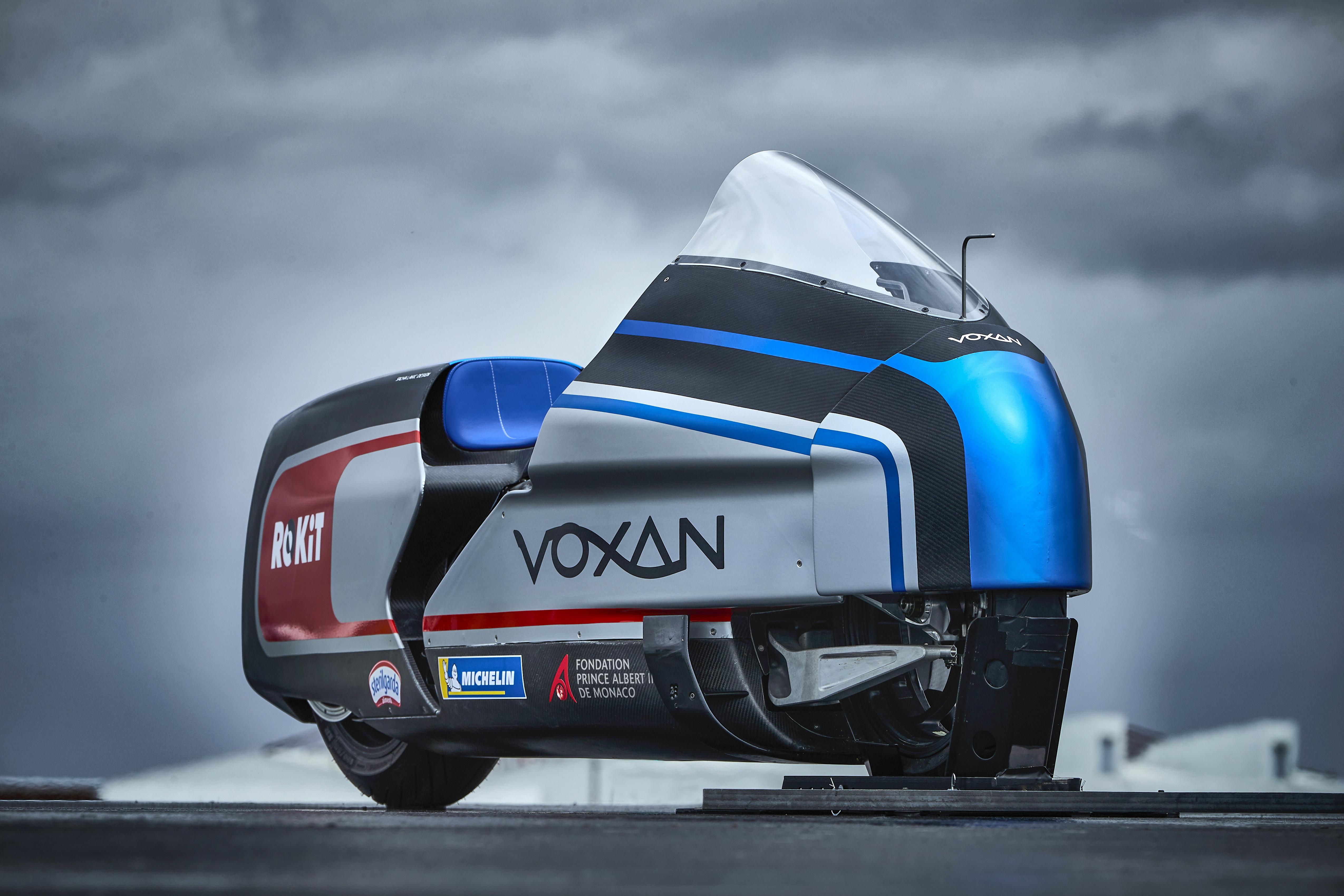 La Voxan ha tolti i veli alla Wattman, la moto elettrica disegnata per stabilire con Max Biaggi il nuovo primato di velocità. Il tentativo andrà in scena nel luglio del 2021 sul lago salato di Salar de Uyuni, in Bolivia.