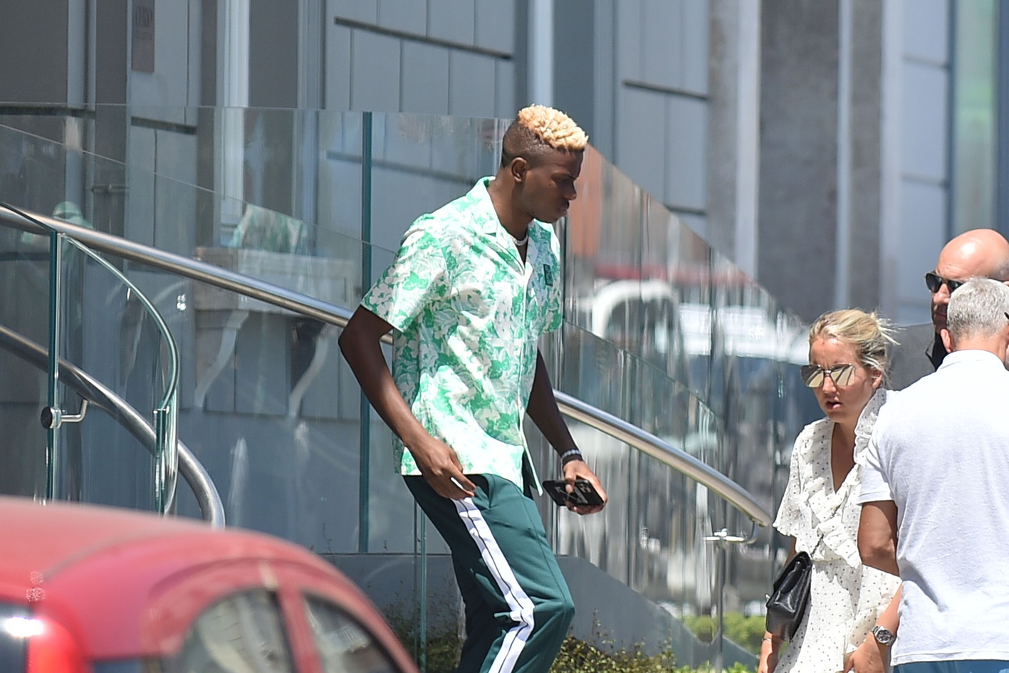 L'attaccante nigeriano,sbarcato per firmare con gli azzurri, ha incontrato De Laurentiis a capri.