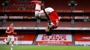 Cadono Leicester e Chelsea, Aubameyang trascina l'Arsenal