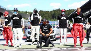 """Hamilton """"risponde"""" a Leclerc: """"Non ho chiesto a nessuno di inginocchiarsi"""""""