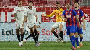 Ocampos 'tuttofare' a Siviglia: gol e paratona decisivi