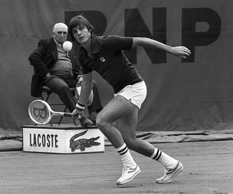 Adriano Panatta compie 70 anni: uno dei tennisti italiani più forti di sempre, con il 1976 come anno d'oro. Internazionali d'Italia, Roland Garros e anche Coppa Davis con il quarto posto ATP (record per un italiano dall'introduzione del ranking) e il 7° a fine stagione, record per un italiano.