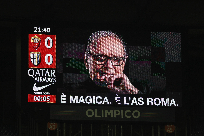 Nella serata dell'omaggio a Ennio Morricone la Roma torna alla vittoria dopo un periodo difficilissimo, stende il Parma all'Olimpico e controsorpassa il Milan nella corsa all'Europa League. Dopo il vantaggio di Kucka dal dischetto, la reazione giallorossa porta le firme diMkhitaryan e Veretout