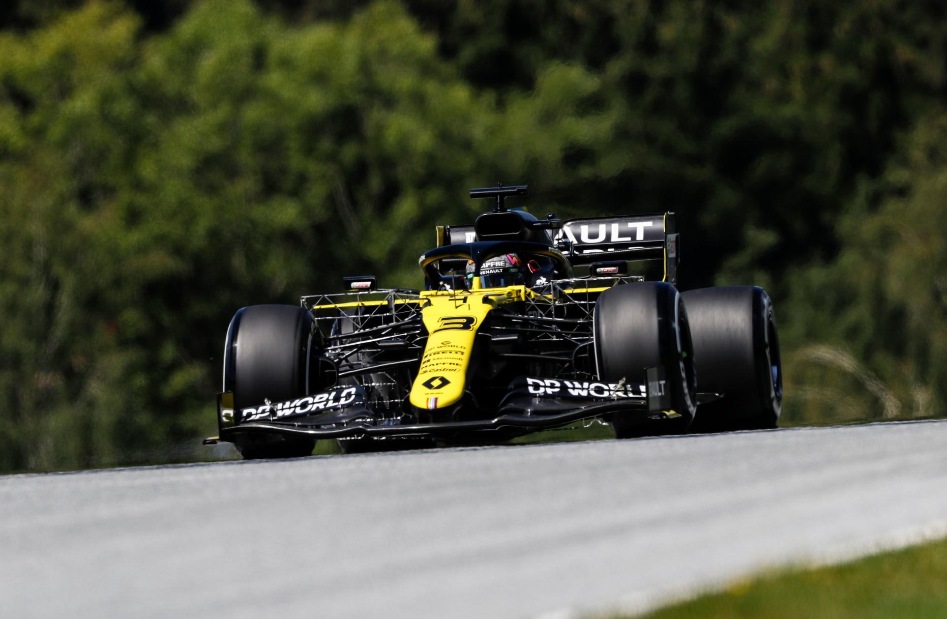 Piloti in pista, per la seconda settimana di fila, a Spielberg. Via alle libere del GP della Stiria, occhi puntati su Verstappen e le Ferrari.