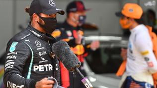"""Hamilton: """"Pronti a tutto"""". Verstappen: """"Non si vedeva niente"""""""