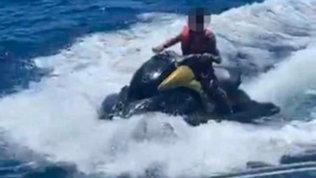 Cristiano Ronaldo Jr. guida moto d'acqua a 10 anni: guai in vista in Portogallo