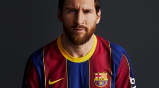 Il Barça presenta le nuove maglie e 'blinda' Messi e Griezmann