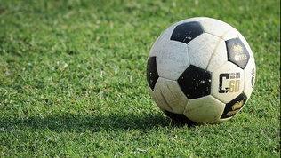 Scommesse e rigori: un arbitro infortunato fa tremare il calcio
