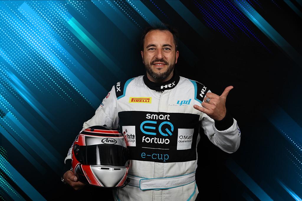 Il primo campione in assoluto della smart EQ fortwo e-cup, Fulvio Ferri. Per il romano sarà la prima stagione in assoluto con la Merbag Milano.