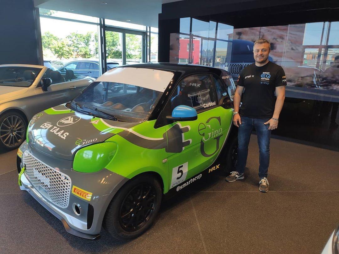 Il team Gino presenta il nuovo brand, E-Gino, e il pilota Carboni.