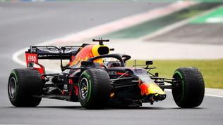 Disastro Verstappen: a muro nel warm up, vettura danneggiata