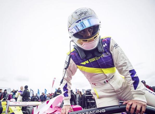 È Vicky Piria la pilota designata a guidare la smart EQ fortwodi SportMediaset nella prima tappa delCampionato Italiano Velocità Energie Alternative ACI Sport.