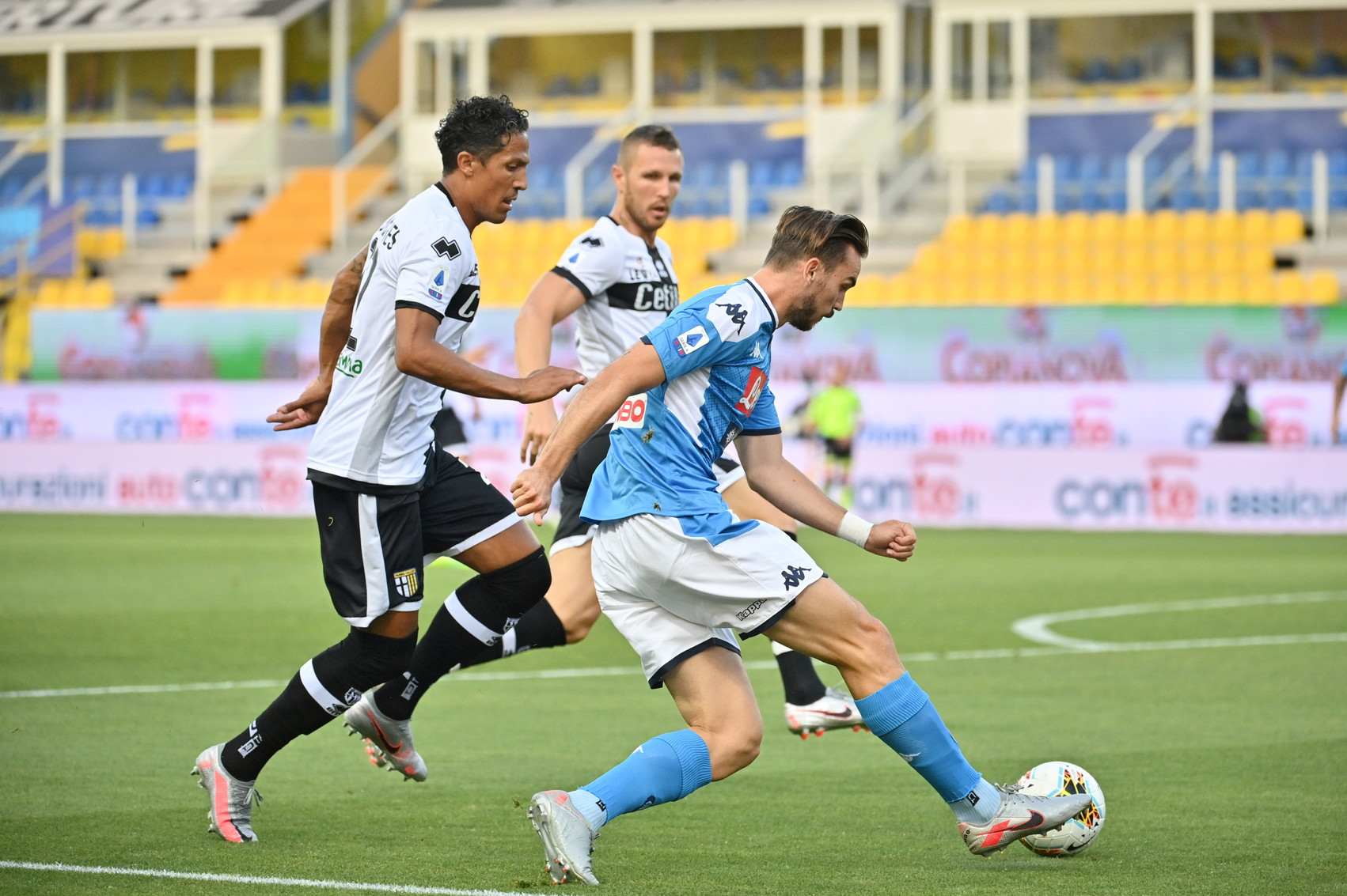 Al Tardini partita decisa da tre calci di rigore: a quello di Caprari risponde Insigne, poi quello di Kulusevski chiude il match a favore degli emiliani.