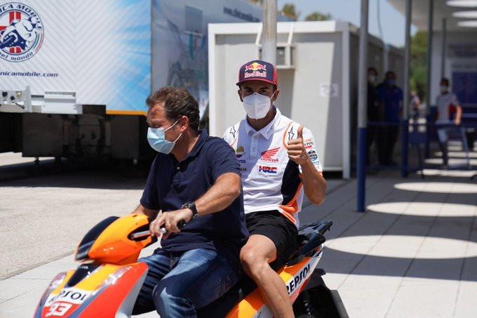 Lo spagnolo si è presentato al secondo round della MotoGPdopo la frattura rimediata all'omero domenica scorsa.
