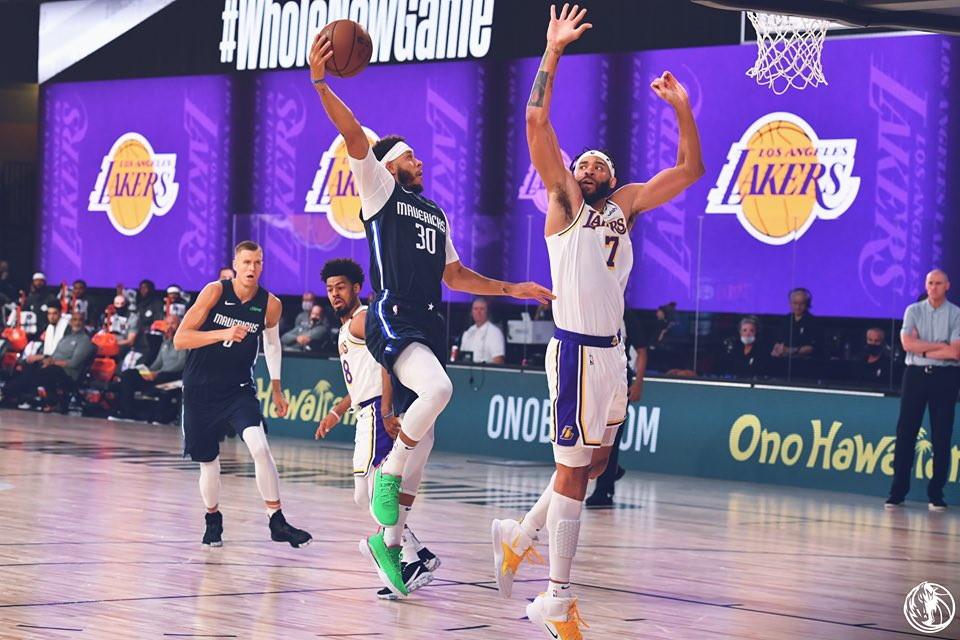 Continuano le amichevoli pre-season in <strong>Nba </strong>nella bolla di Orlando in vista della ripresa del campionato il 30 luglio. <strong>Lakers </strong>ko alla prima gara per merito dello show nel secondo tempo di <strong>Steph Curry</strong>, che con un perfetto 8/8 al tiro ruba la scena a LeBron e Davis, in campo solo un tempo contro Dallas. Antetokounmpo gi&agrave; in formato MVP spazza via gli Spurs (4 punti per <strong>Belinelli</strong>), nelle altre gare successo di Indiana e Phoenix ai danni di Portland e Utah.<br /><br />
