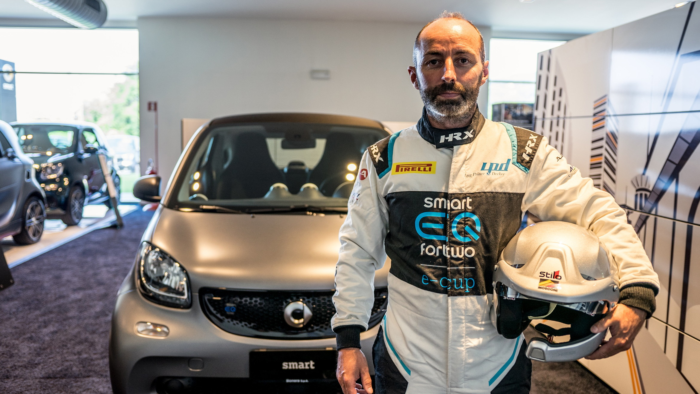 Marco Mosconi sale sulla smart EQ fortwo del team Barbuscia.