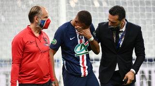 PSG in ansia per Mbappé: fuori in lacrime dopo un durissimo tackle