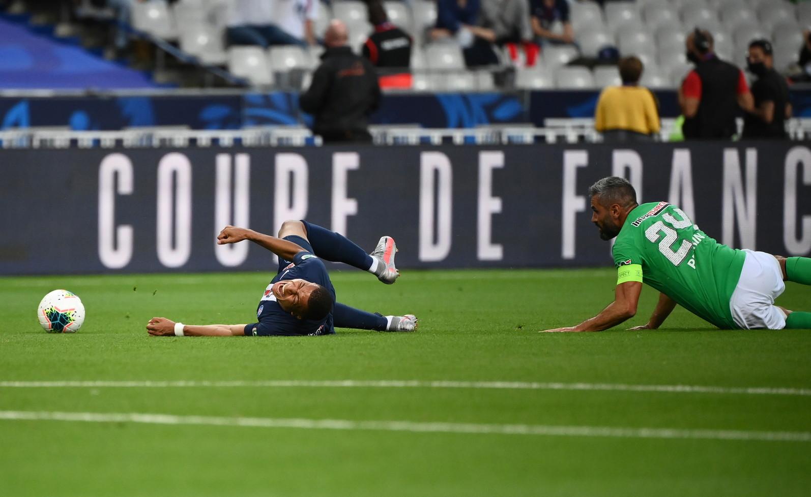 Il francese è uscito dal campo in lacrime dopo un violentissimo tackle di Perrin