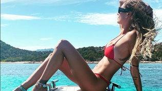 Melissa Satta, cartolina da urlo dalla sua Sardegna