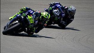 Yamaha, un Mondiale già in pugno e due grane: motore e... Valentino