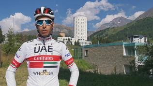 Ciclismo, il team UAE Emirates si allena a Sestriere