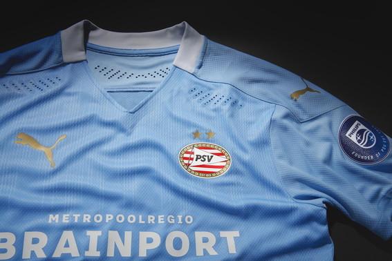 PUMA ha presenta il nuovo Away kit del PSV Eindhoven, indossato dalle squadre maschili, femminili, giovanili e degli Esports nelle rispettive competizioni per la stagione 2020/21. Il kit Away del PSV Eindhoven &egrave; una celebrazione della connessione tra il PSV e la musica ed &egrave; stato rivelato con una speciale traccia e un video musicale realizzati da Fresku.<br /><br />