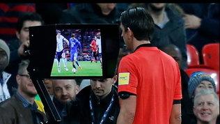 VAR: soluzione o problema? Il dubbio amletico del calcio mondiale