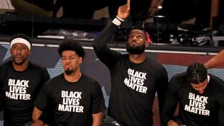 """Nba, tutti in ginocchio prima della ripresa: """"Black lives matter"""""""