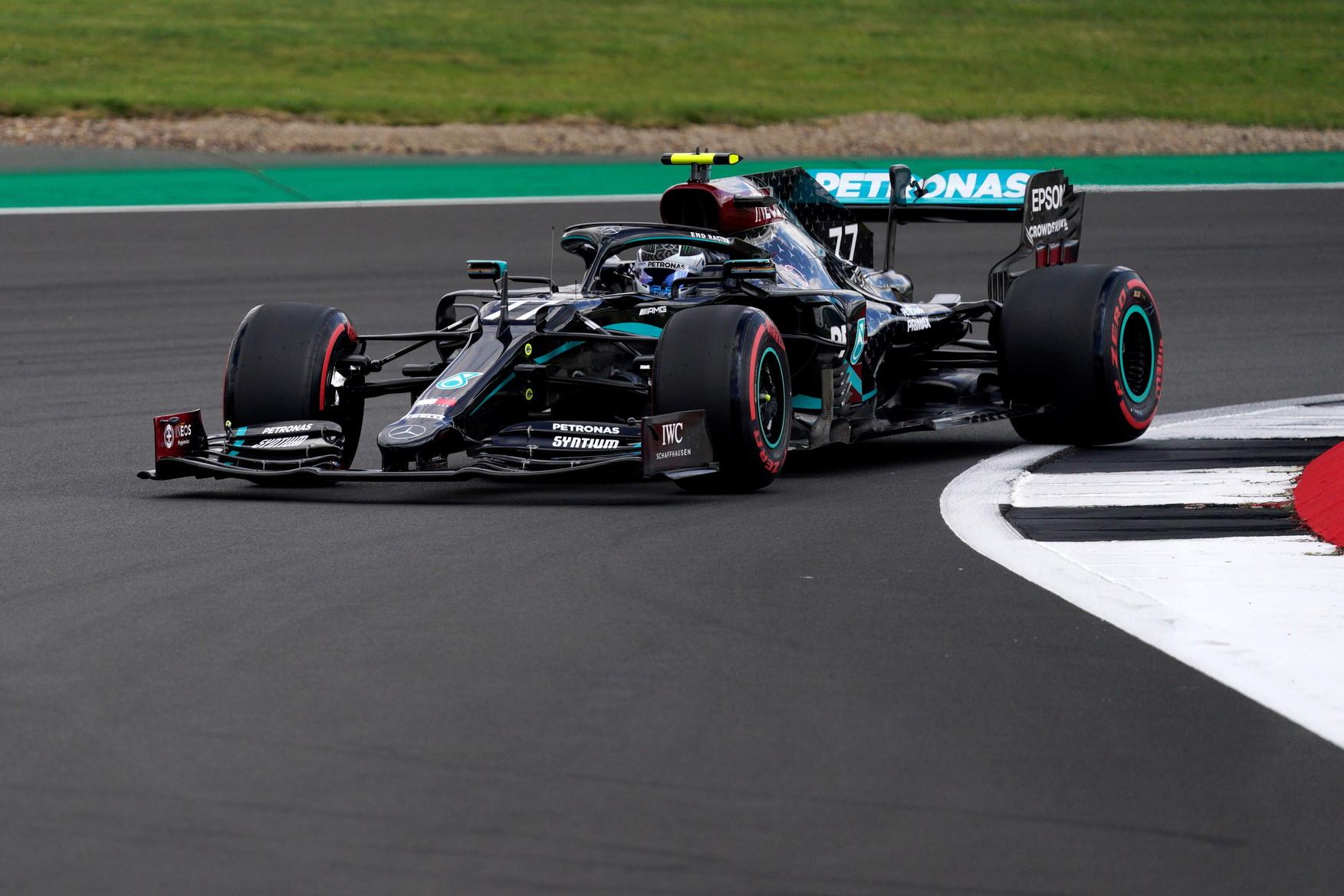 Il britannico conquista la 7 pole position a Silverstone, la 91esima della sua carrierca in Formula 1