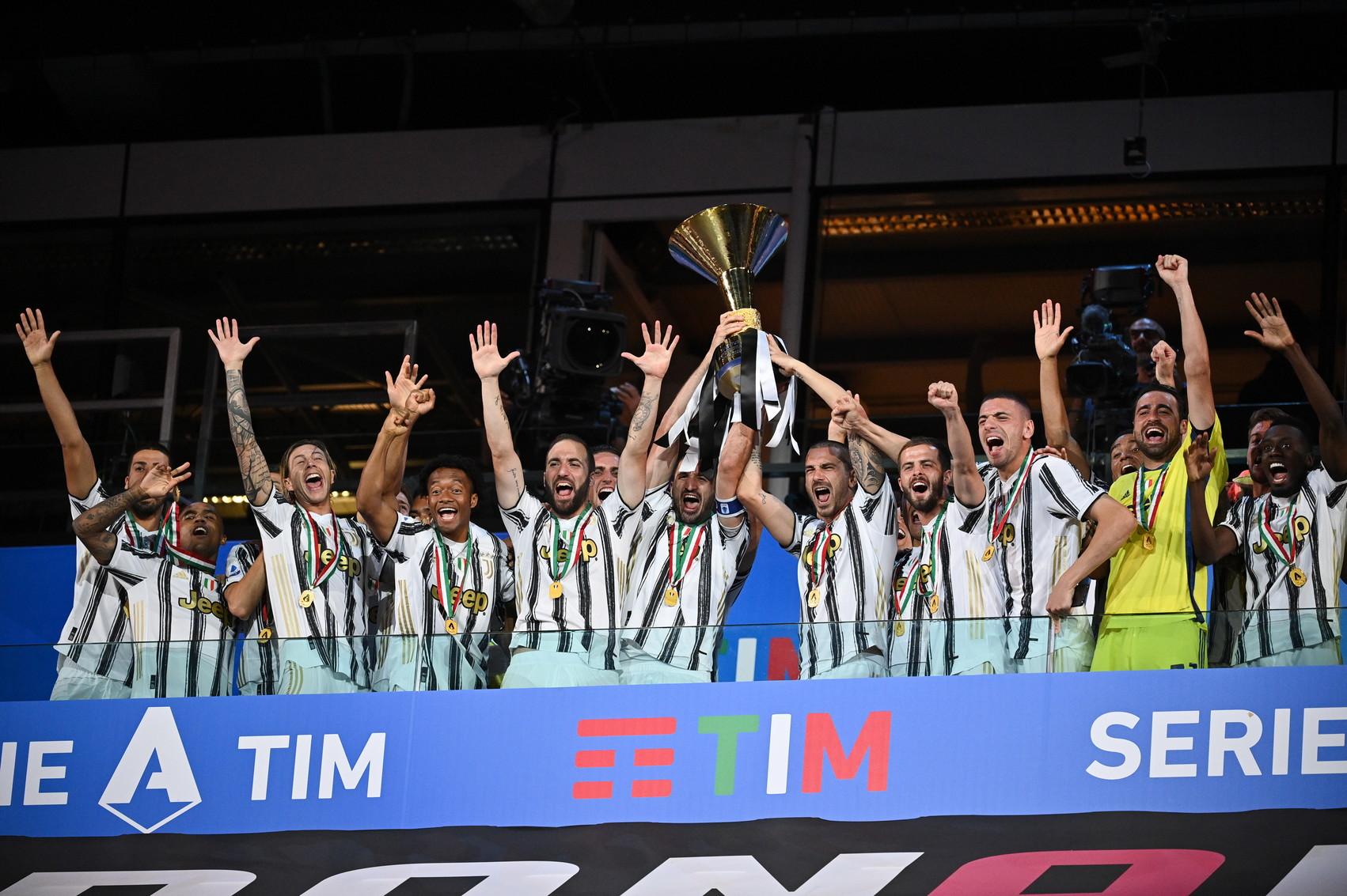 Allo Stadium i bianconeri hanno ricevuto la coppa per l'ennesima vittoria del campionato.