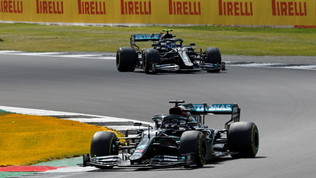 Brividi Mercedes, ma vince Hamilton. Leclerc 3°
