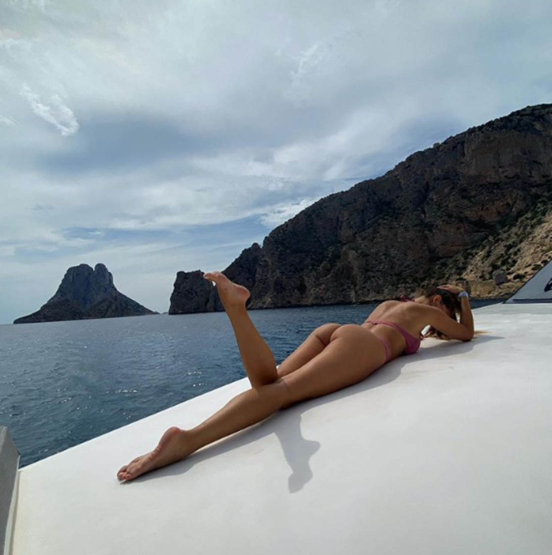 Ora che il campionato è finito, per Joaquin Correa è il momento delle meritate ferie: il giocatore della Lazio potrà raggiungere la sua Desire Cordero che lo aspetta al mare in costume come ha mostrato su Instagram.