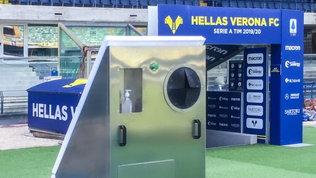 Il Verona sperimenta: questo macchinario sanifica i palloni