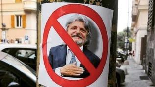 """Samp, cartelli contro Ferrero in città: """"Non voglio più soffrire"""""""