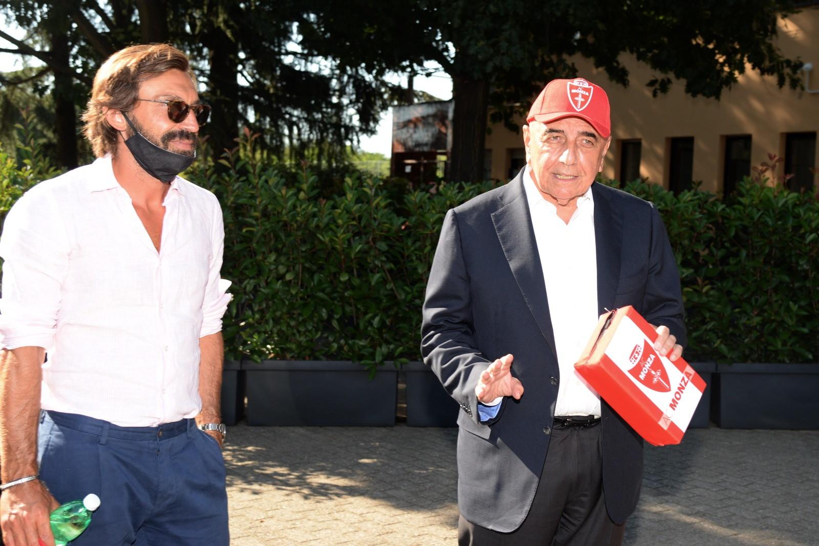 C'eraanche Andrea Pirlo, neo allenatoredellaJuventus Under 23, a Monzello ad assistere all'amichevole tra il Monza neopromosso in Serie B del suo ex compagno di squadra Cristian Brocchie la Juve Primavera di Lamberto Zauli. Il test si è chiuso sul punteggio di 6-1 per il Monza. Nell'occasione l'ex regista ha incontrato un'altravecchia conoscenza ai tempi del Milan, l'ad biancorosso Adriano Galliani. Tra i due grandi sorrisi e clima cordiale.