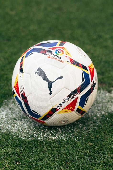 Pumae LaLiga hanno presentato i palloni da calcio per la stagione 2020/21 de LaLiga Santander e LaLiga SmartBank. Il pallone arriva in due iterazioni: l'Accelerate, nel bianco tradizionale, sarà il pallone principale per la stagione e l'Adrenalina, in giallo fluo, che verrà usato per El Clàsico, i derby e altre partite decisive.