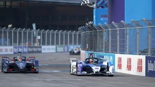 Il tedesco vince gara-3 di Berlino del campionato di Formula E dopo che Vergne aveva guidato a lungo il gruppo.
